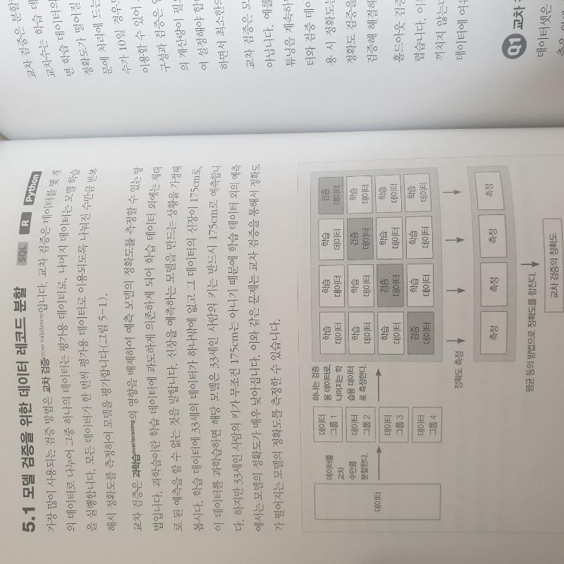 책내부.jpg